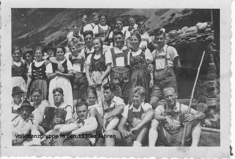 Volkstanzgruppe in den 1930er Jahren