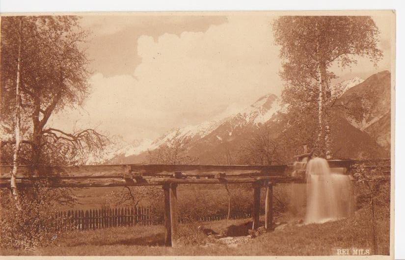 Altes Rinnwerk bei der Mühle aus Holz (1918)