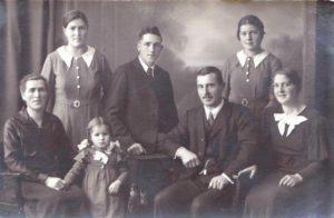 Familie Zimmermann: v.l.: Luise, Hedwig, Luise, Franz, Luis, Gisela, Paula