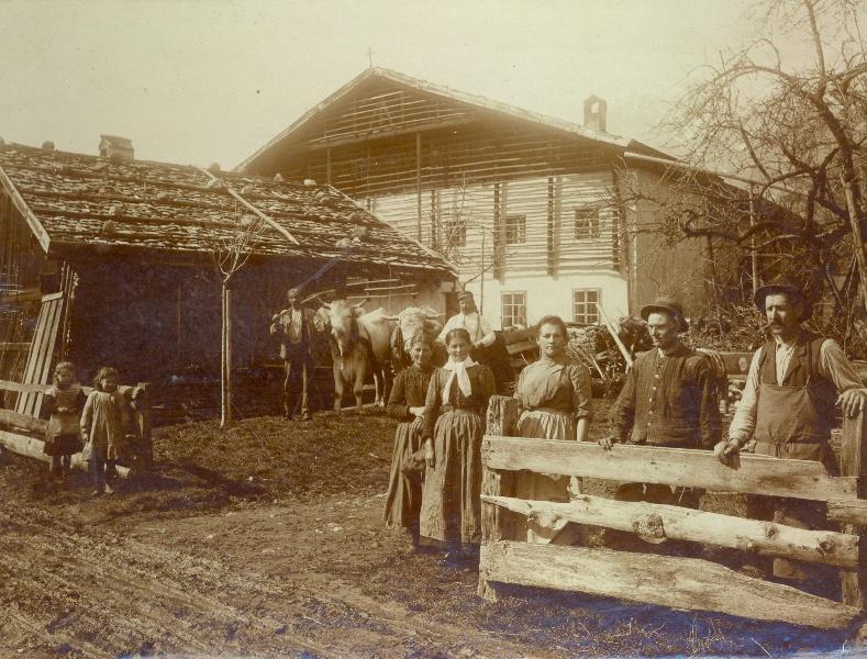 hinten:Hasen-Haus; vorne: Talggen-Stadl