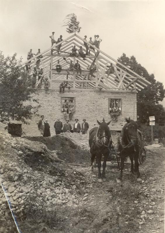Beim Bau des Vereinshauses