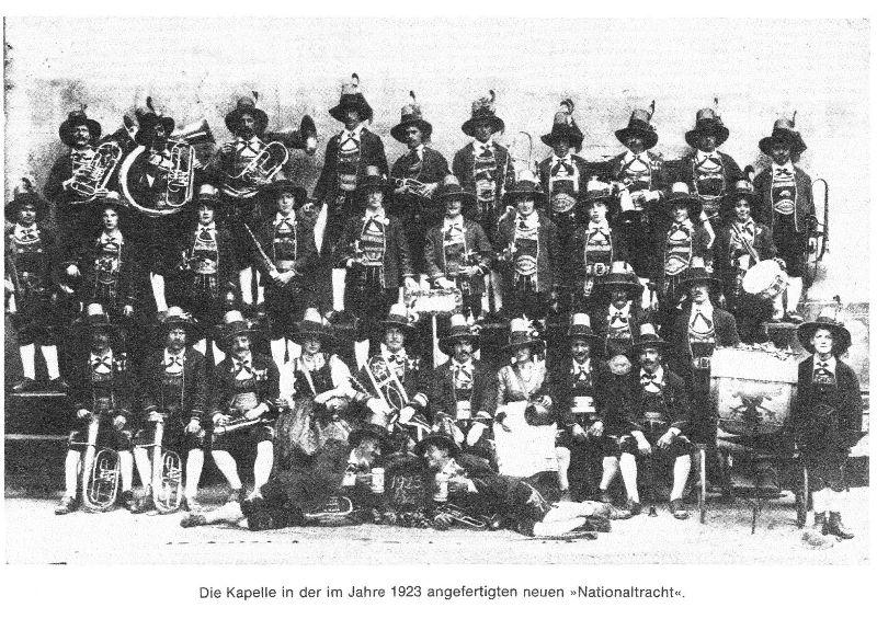Musikkapelle Mils mit Nationaltracht von 1923