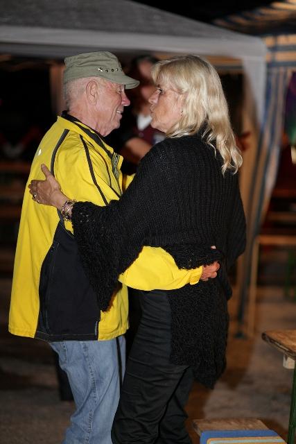 Hugo Schwinghammer bei der 70. Geburtstagsfeier (gem. mit Gaugusch und Breitwieser) beim Tanz mit seiner Gattin (2009)