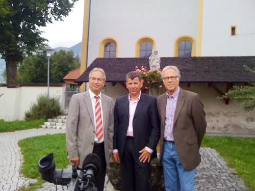 2010: ein Kamerateam des NDR machte Aufnahmen von Semino Rossi und seiner Heimat Mils (links: Bürgermeister Dr. Peter Hanser)