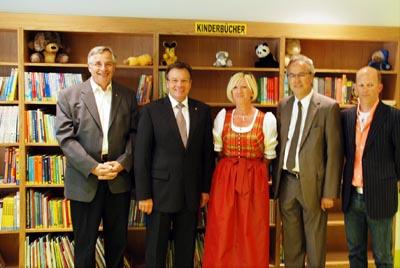 Eröffnung der neuen Bibliothek: Karl Wendlinger Mit LH Platter, Helga Kahr, Bgm. Hanser, Arch. Prackwieser